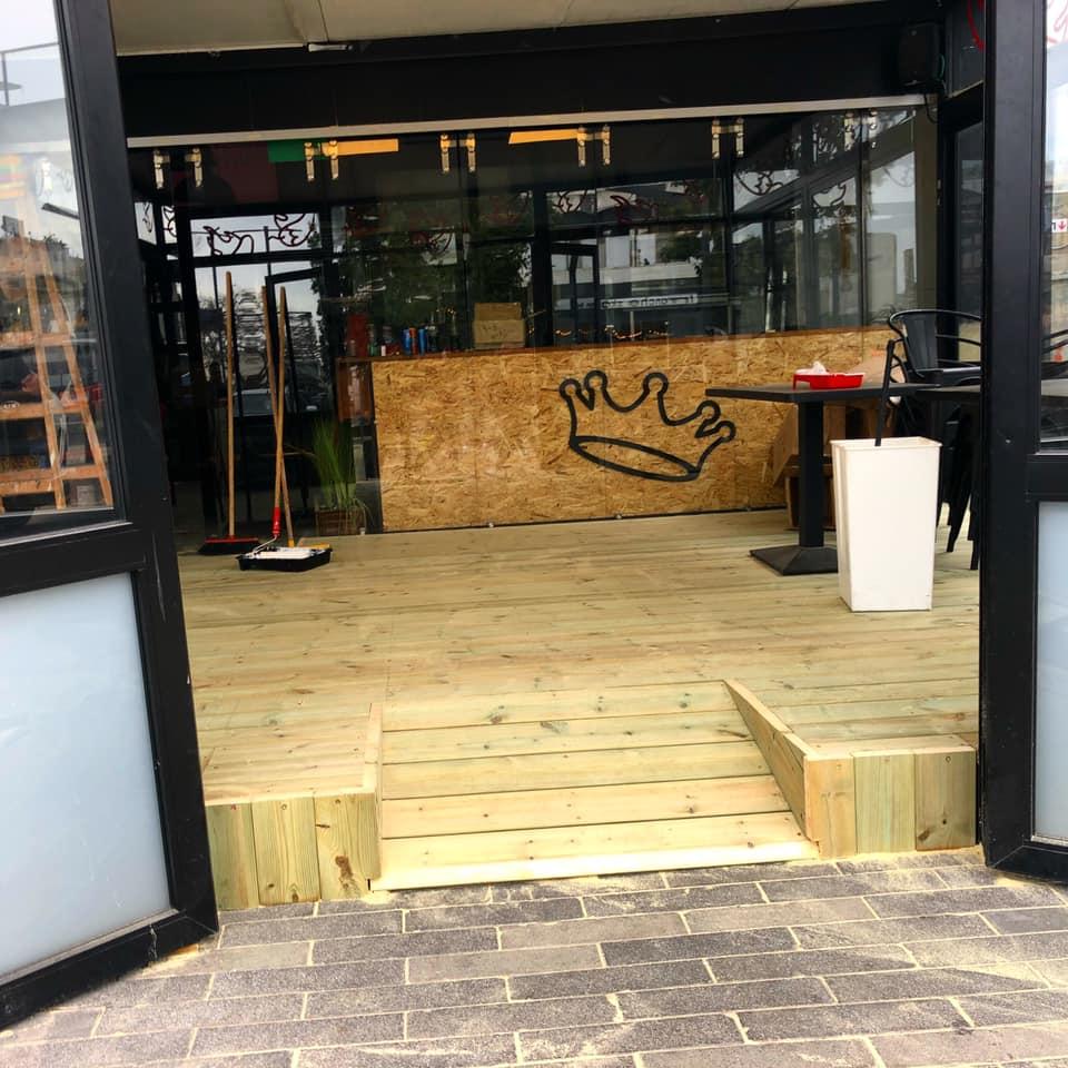 דק אורן בראשון לציון | התקנת דקים מעץ במסעדה