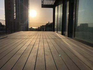 דק סינטטי למרפסת